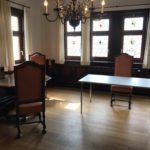 Homeoffice zwei Tische mit Stühlen