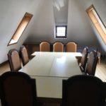 Homeoffice großer Tisch mit Stühlen